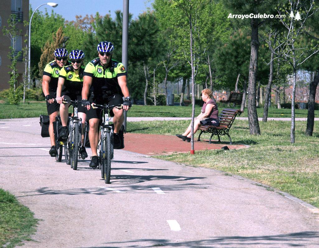 2010-04-servicio-policia-local-en-bicicleta-leganes